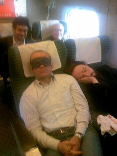 新幹線で寝てる.JPG